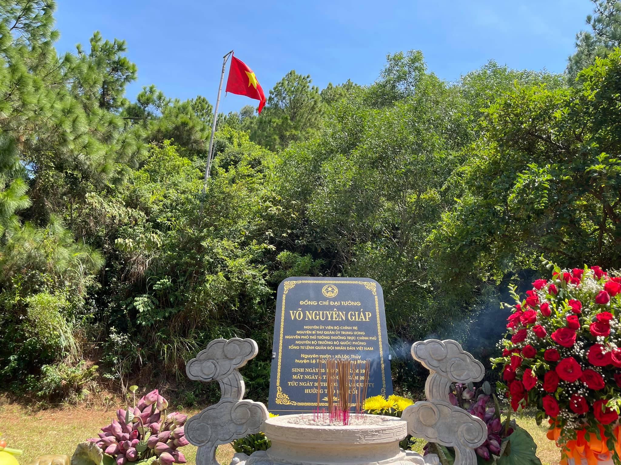 Mộ Đại tướng Võ Nguyên Giáp tại Vũng Chùa Đảo Yến